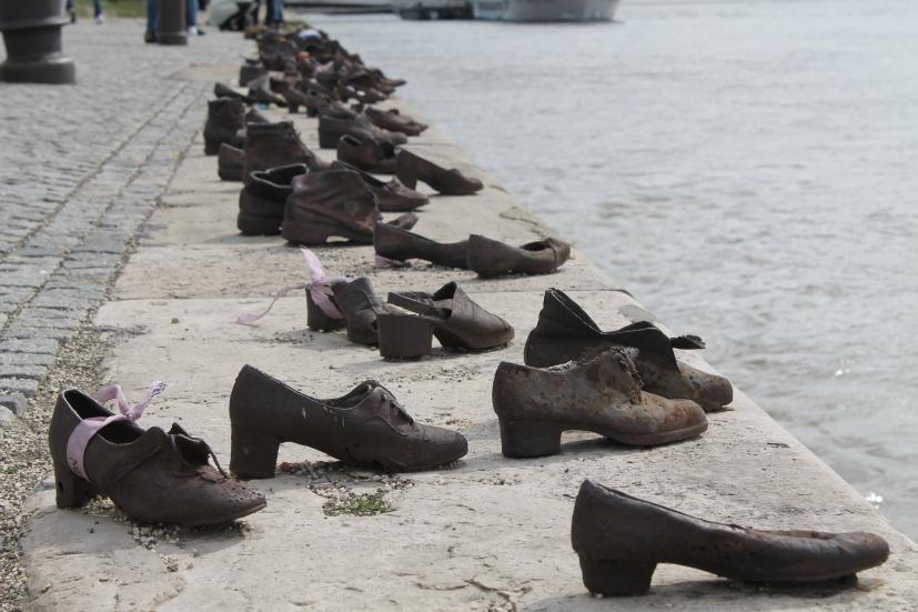 budapest-memoriale-delle-scarpe-sul-danubio